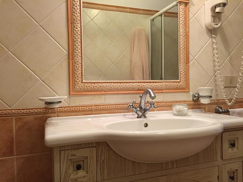 Luigi appartamenti di lusso vista mare villa di lusso boutique hotel e b b a ravello - Bagno maioliche ...