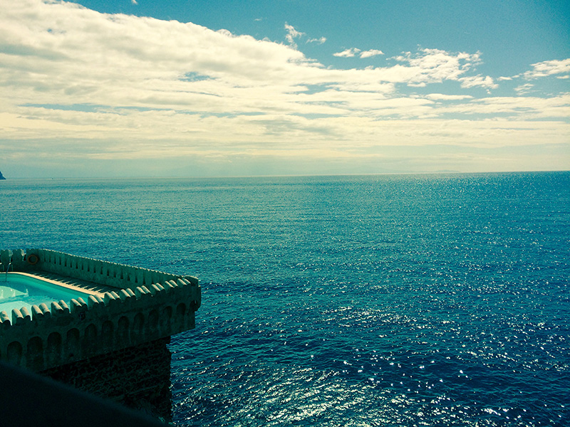 Azzurra camere di lusso vista mare villa di lusso for Soggiorno costiera amalfitana
