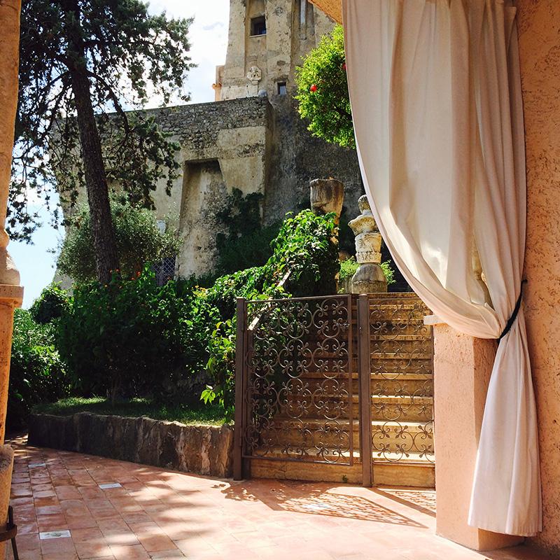 Melograno camere di lusso vista mare villa di lusso for Soggiorno costiera amalfitana