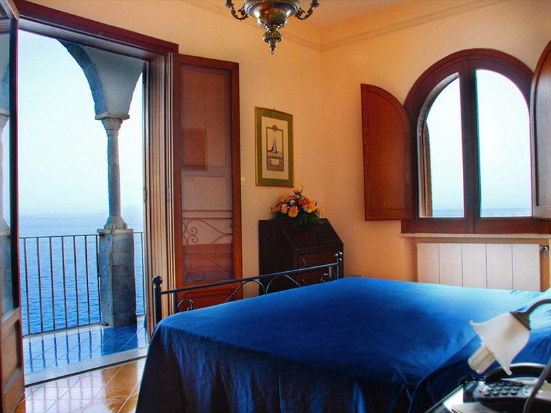 Moresca camere di lusso vista mare villa di lusso for Soggiorno costiera amalfitana
