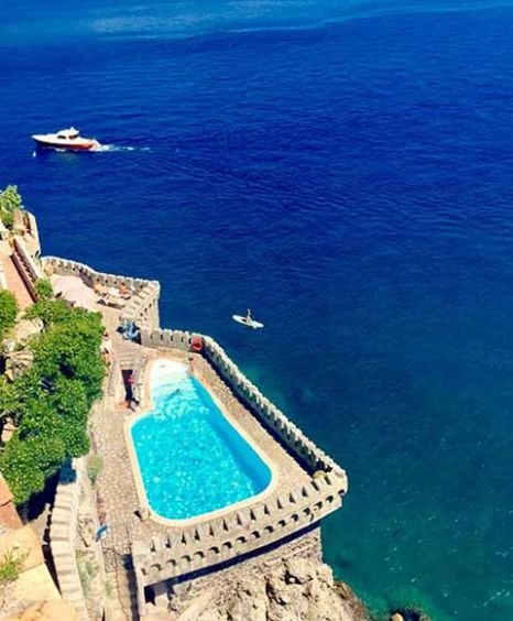 exclusive hotel close to Amalfi